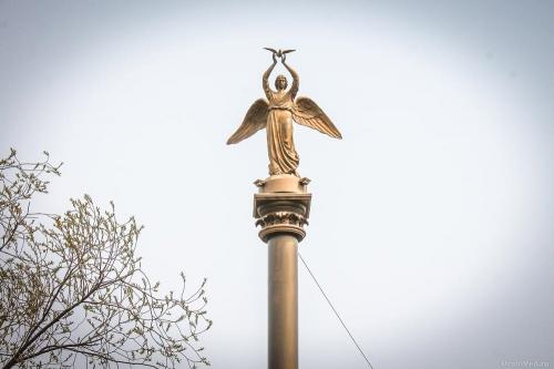 Памятники – природные и рукотворные. Символами Еманжелинского, Еткульского и Коркинского районов признаны «ангел мира», бор и угольный разрез